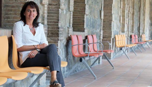 Marta Vera en uno de los patios interiores del Hospital Psicogeriátrico de Pamplona, un centro para el que presentará la semana que viene  un nuevo plan inversor