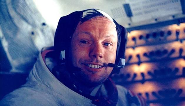 Muere el astronauta Neil Armstrong.