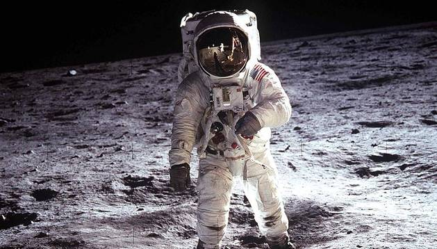 Muere el astronauta Neil Armstrong.