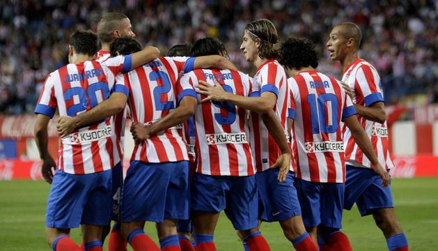 Los jugadores del Atlético de Madrid celebran el segundo gol del equipo, conseguido por el colombiano Radamel Falcao.