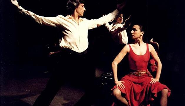 Los bailarines Antonio Gades y Cristina Hoyos en el ballet 'Carmen' de 1983