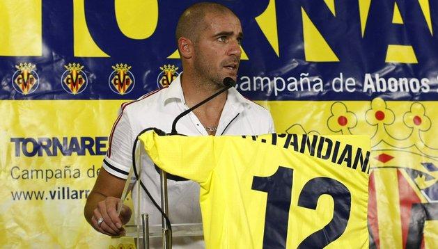 Walter Pandiani, en su presentación como nuevo jugador del Villarreal