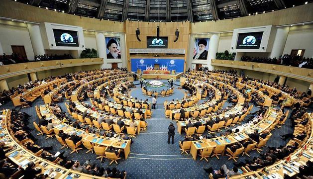 Vista general de la ceremonia de apertura de la 16ª Cumbre de los No Alineados, en Teherán (Irán)