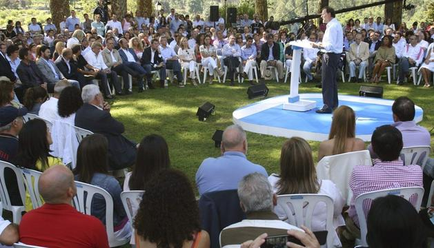 El presidente del Gobierno y líder del PP, Mariano Rajoy, durante su intervención en un acto con el que su partido dio inicio al curso político, este sábado en Soutomaior (Pontevedra)