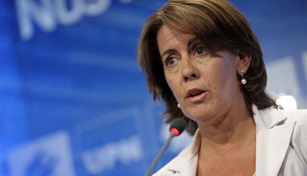 Yolanda Barcina, durante la conferencia de prensa que ha ofrecido este lunes