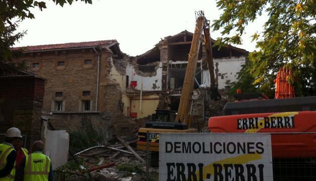 Este martes ha comenzado el derribo de la antigua cárcel de Pamplona