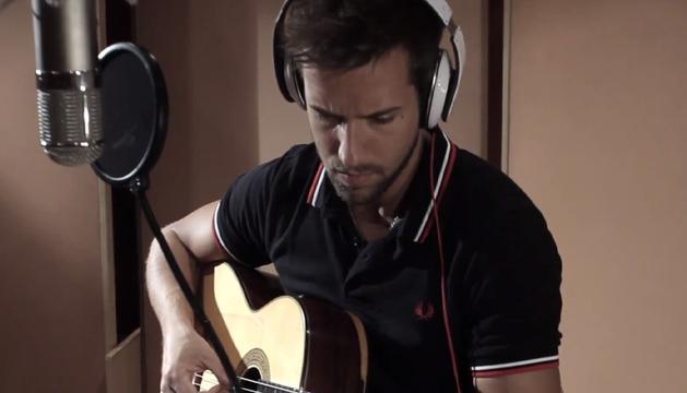 El cantante malagueño en el video de su nueva canción 'Tanto'