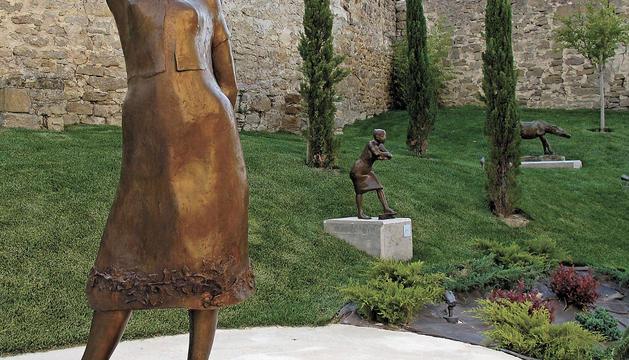 La obra titulada 'Cansancio' y realizada en 1957 es una de las que se encuentran en el jardín de entrada que tiene acceso desde la calle