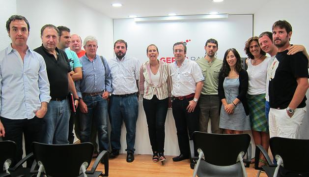 Uxue Barkos junto a concejales y cargos electos de Geroa Bai durante la reunión de trabajo celebrada en Pamplona.