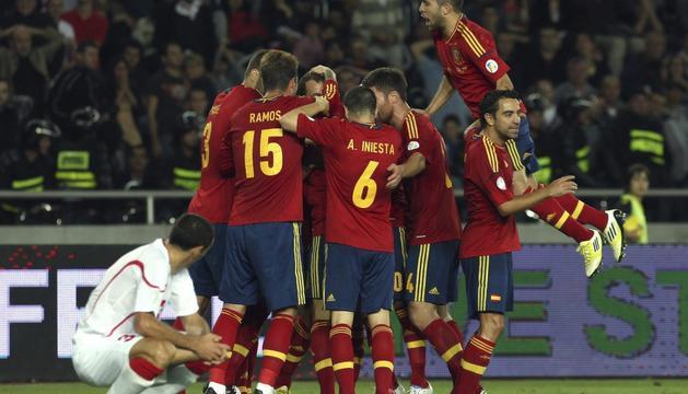 La selección celebra el gol de Soldado