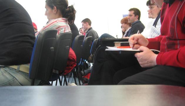 Los recortes en la educación provocan obstáculos para acceder a estudios de nivel superior, según la OCDE.