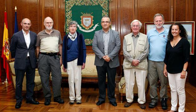 El alcalde junto a miembros de 'The Fortress Study Group'
