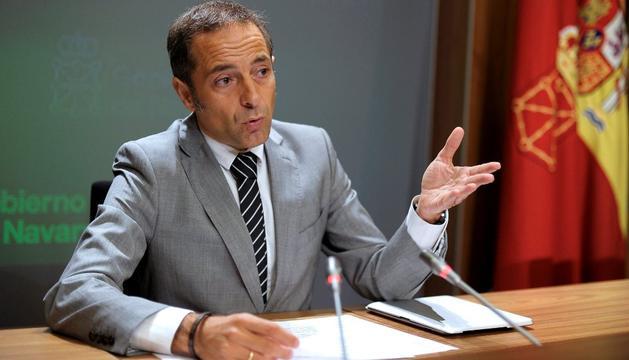 El vicepresidente y portavoz del Ejecutivo foral, Juan Luis Sánchez de Muniáin, durante la rueda de prensa que ha ofrecido este miércoles