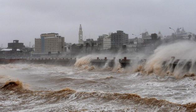 Un barrio de Montevideo (Uruguay) sufre la arremetida del temporal