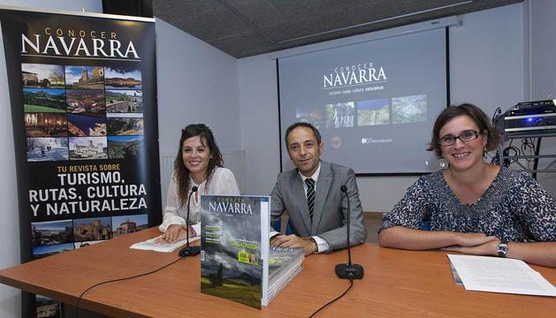 El consejero de Cultura Juan Luis Sánchez de Muniáin, la alcaldesa de Izagaondoa Elsa Plano y la directora de Conocer Navarra Ana Domínguez
