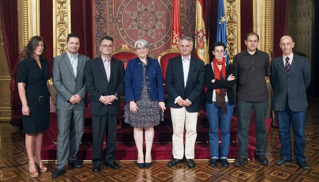 La vicepresidenta Goicoechea (centro), con la delegación griega de Macedonia Occidental en el Palacio de Navarra.