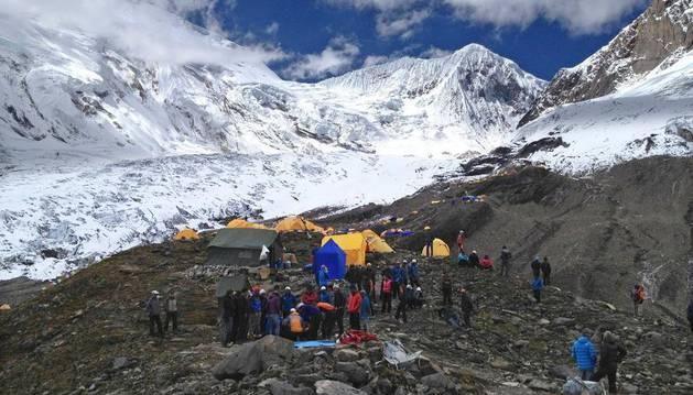 Campamento base de la montaña Manaslu, de 8.156 metros de altitud, tras la avalancha del domingo