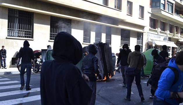 Miles de personas han secundado la huelga convocada por los sindicatos ELA y LAB