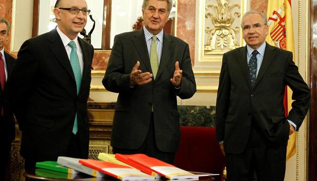 Montoro, con Caldera y Alfonso Guerra en la presentación de los Presupuestos 2013.
