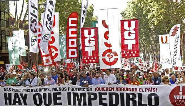 Este domingo se celebró la manifestación convocada por la Cumbre Social, compuesta por 150 organizaciones sociales y sindicatos, en diversas ciudades españolas como Madrid, Sevilla, Granada, Gijón, Bilbao, Murcia y Valencia, entre otras.