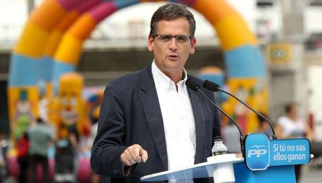 El candidato a lehendakari del PP, Antonio Basagoiti, en el mitin pronunciado en la Plaza Arriaga de Bilbao