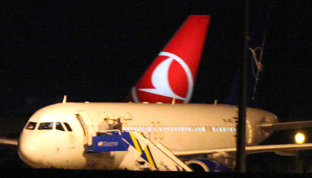 El avión sirio, en el aeropuerto de Ankara