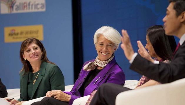 La directora gerente del Fondo Monetario Internacional (FMI), Christine Lagarde (c), participa en el programa de seminarios