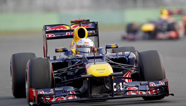 El piloto alemán Sebastian Vettel, de Red Bull, conduce su monoplaza en el Circuito de Yeongam (Corea).