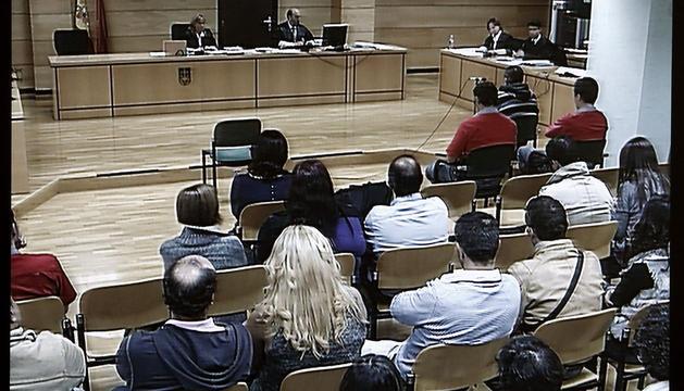 Primera vista del juicio en la Audiencia Provincial de Navarra contra el acusado de matar al portero de un bar de Ansoáin.
