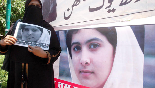 Mujeres supervivientes de la tragedia del gas de Bhopal se manifiestan en apoyo a la joven Malala Yousufzai en Bhopal (India) el pasado sábado 13 de octubre de 2012.