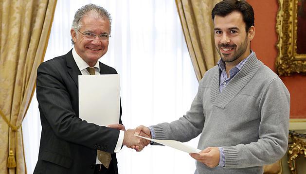 Firma del acuerdo entre el Ayuntamiento de Pamplona y la Universidad de Navarra para la celebración del Telenatura