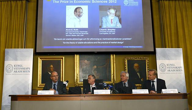 Momento en el que la Academina ha desvelado el nombre de los galardonados con el Nobel de Economía 2012