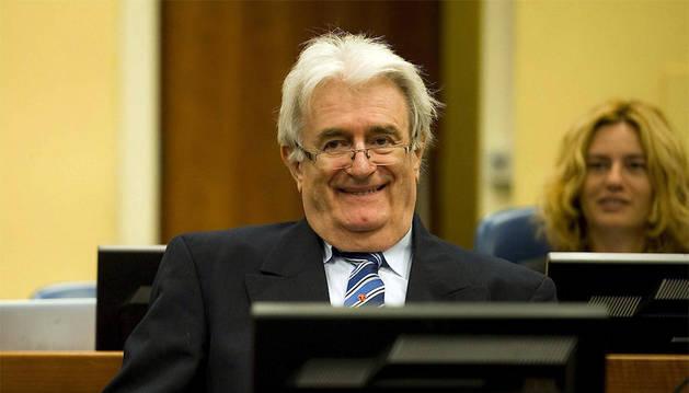 El exlíder serbobosnio Radovan Karadzic llega Tribunal Penal Internacional para la antigua Yugoslavia