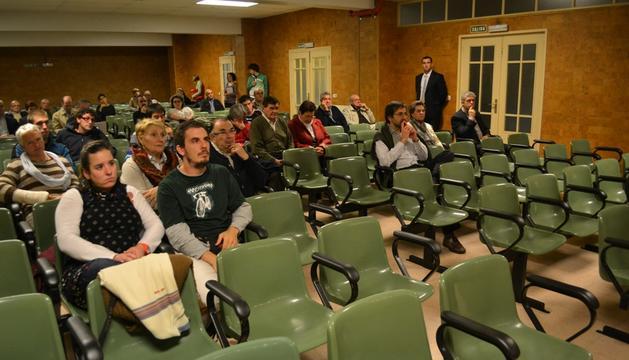 El público asistente al encuentro de 'El alcalde te escucha' en el colegio de Nuestra Señora del Huerto