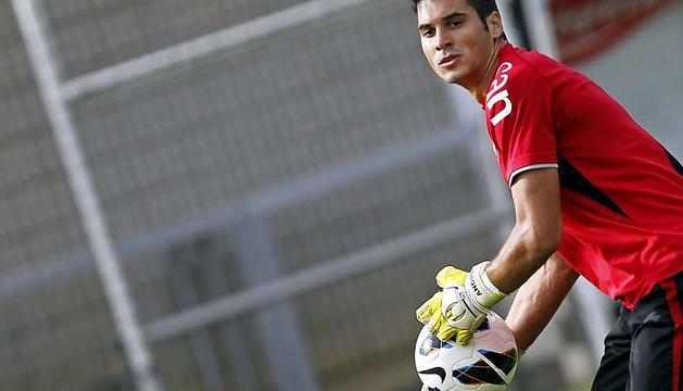 Andrés Fernández, durante un entrenamiento en Tajonar.