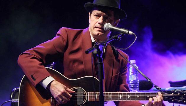 El músico zaragozano Juan Perro, Santiago Auserón
