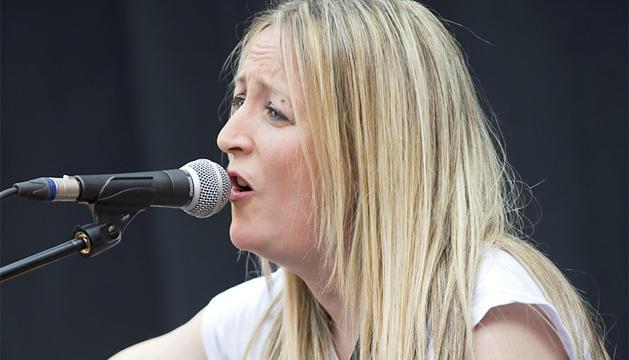 Aurora Beltrán, durante un concierto