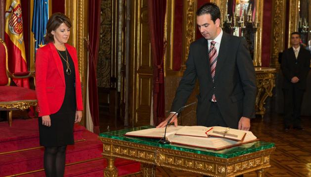 El consejero Alli toma posesión de su cargo ante la Presidenta Barcina