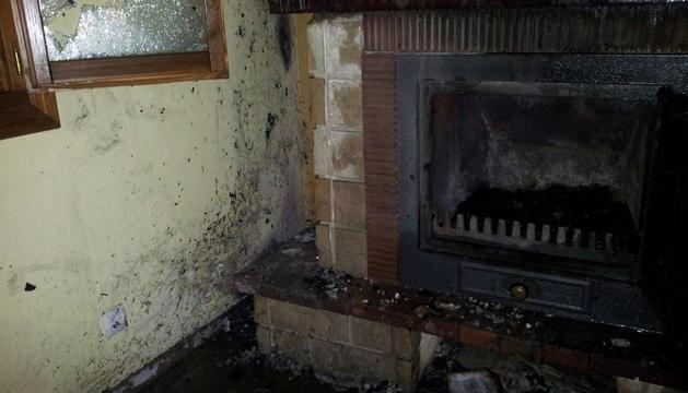 Imagen del interior de la vivienda incendiada.