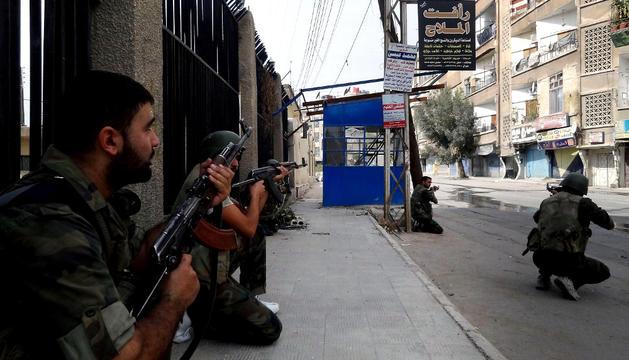 Las fuerzas del régimen sirio toman posición en Harasta, Damasco