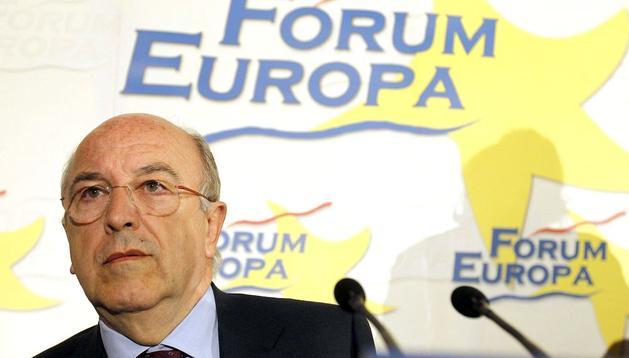 Joaquín Almunia, vicepresidente de la Comisión Europea y Comisario Europeo de Competencia, durante su intervenciópn hoy en un desayuno informativo del Fórum Europa.