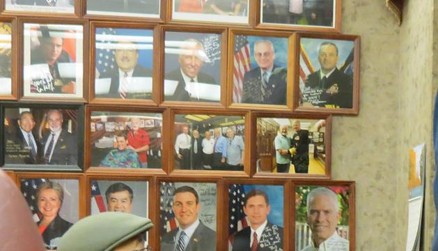 El barbero Nurney Mason de 82 años en Washington.