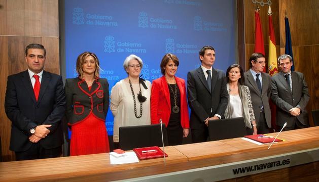 Barcina y la vicepresidenta Goicoechea, con representantes de la empresa