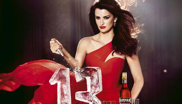Imagen cedida por Campari de la portada de su calendario para 2013.