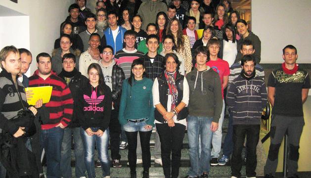 La concejala Paz Prieto, con los alumnos
