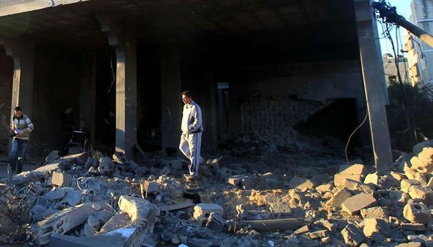 Tres muertos por el impacto de un cohete en un bloque de apartamentos de Israel