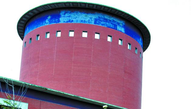 Vista exterior del edificio del Planetario de Pamplona.