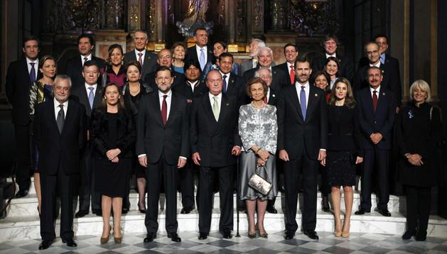 Foto de familia de los Jefes de Estado y Gobierno reunidos en Cádiz.