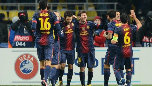 Los jugadores del Barça celebran uno de los tres goles logrados en Moscú