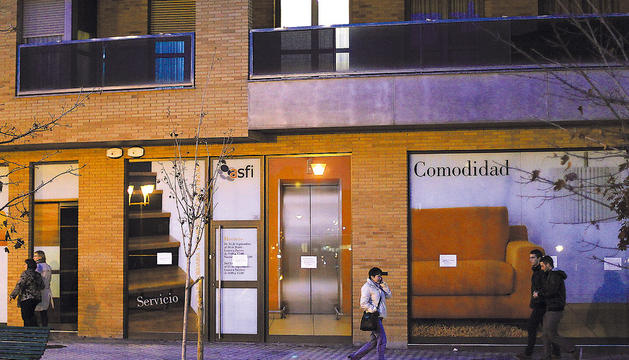 Sede de Asfi, en la calle Monjardín de Pamplona, completamente cerrada.